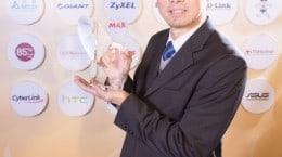 ASUS Corporate Vice President S.Y. Hsu receives Best Taiwan Global Brand Award on company's behalf