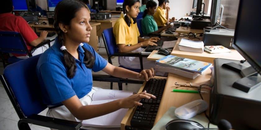 indian-children-using-internet