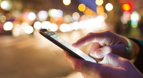 smartphoneuseristock